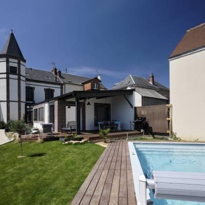 Espace de vie sur terrasse et piscine 12