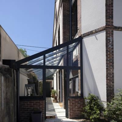 Espace de vie sur terrasse et piscine 14