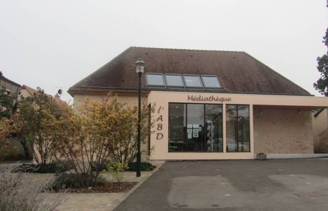 La médiathèque s'ouvre sur un jardin